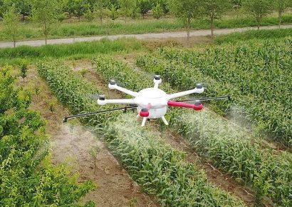 Применение дронов для опрыскивания растений и внесения удобрений