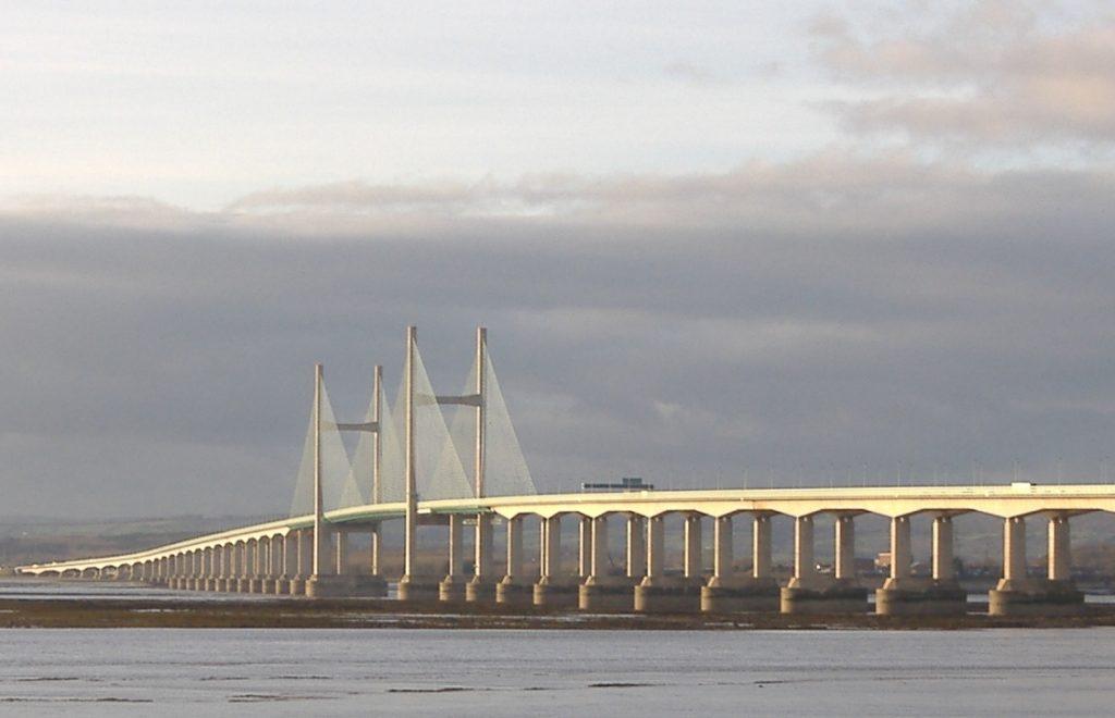 Транспортный коллапс из-за беспилотника на мосту в Великобритании
