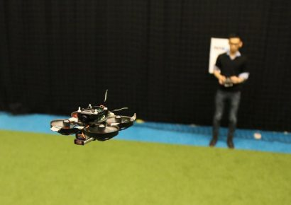 Самый маленький и быстрый дрон в мире