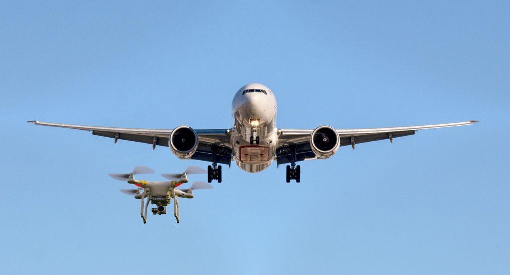 На МАКСе представили технологию интеграции БВС и пилотируемых воздушных судов