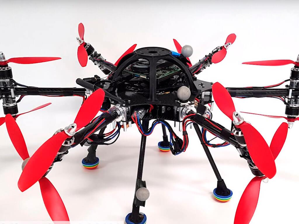 Додекакоптер: 12 винтов и сложные акробатические этюды в воздухе